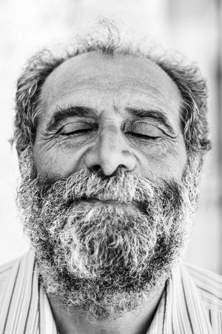 Mio fratello ANGELO, cultore e custode di antichi semi, fotografato da Emanuele Mancini, 28.07.2014. Sogna la cipolla che cammina, il cece nero di Cassano, la cicoria, l'orchidea... Sogna la bellezza di un futuro con profonde radici.