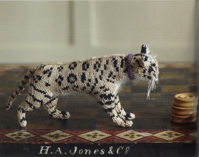 Aw, schweet! A mini knitted Bengal tiger! http://www.molliemakes.com/inspiration/books-2/knit-your-own-cat/