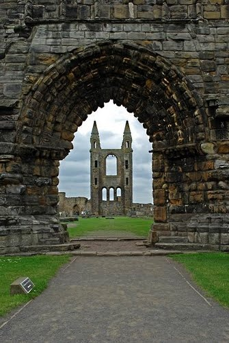 I really wanna go to St Andrews University, the landscape there is fantastic!@_@!!!