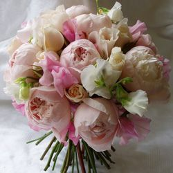 garden roses and sweet peas. romantic and adorable.    i'm on a wedding flower kick.