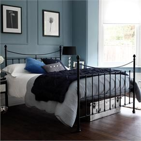 Slaapkamer in de kleuren van Little Greene slaked lime, james en bone chine. Blue Bedroom Decor