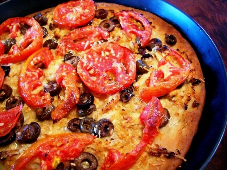 Σήμεραέφτιαξα κάτι σαν λαδένια! Είχα δύο έτοιμες βάσεις για πίτσα πολύ ωραίες -τιςτρως και σκέτες