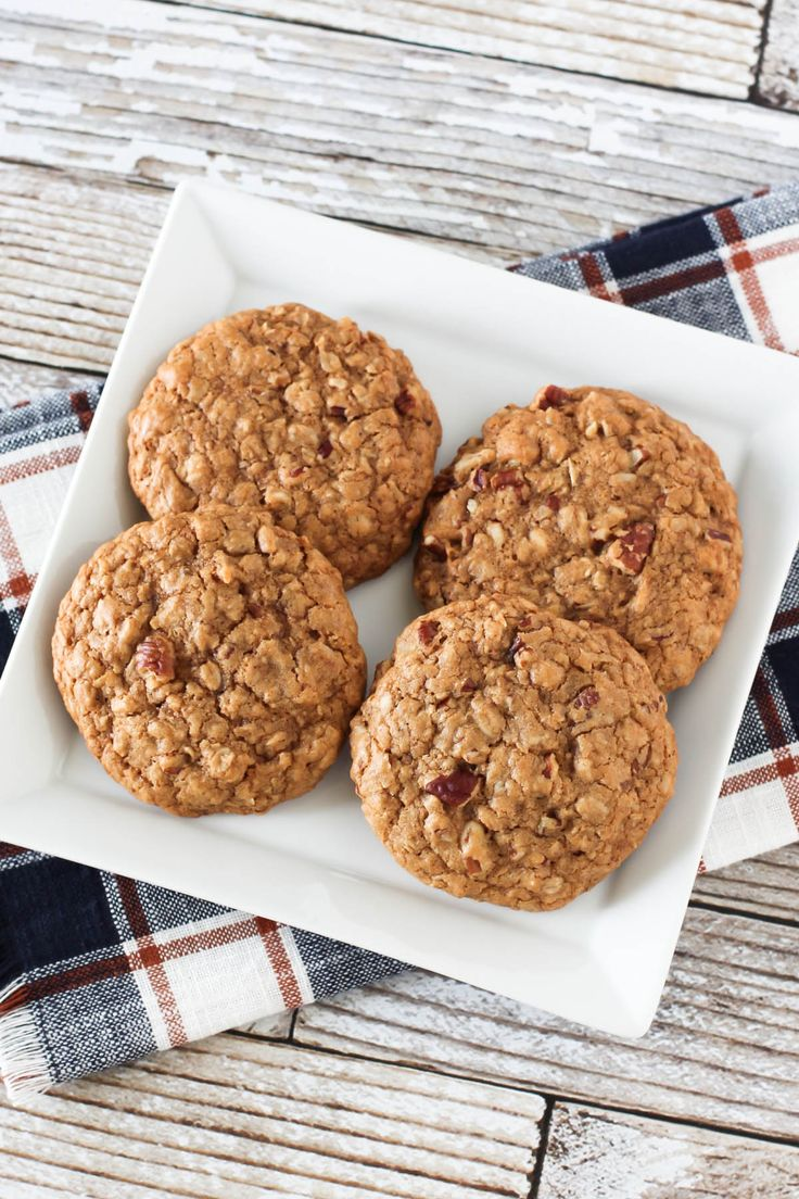 Gluten Free Vegan Maple Pecan Oatmeal Cookies. Chewy, soft oatmeal cookies, packed with crunchy pecans. Nutty-licious!