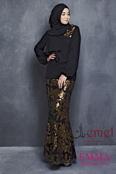 EMEL X EMMA MAEMBONG - DUYUNG - MODERN KURUNG WITH FULL SEQUIN MERMAID CUT SKIRT  A modern baju kurung that'll wow the crowd! The skirt is mermaid cut with full floral sequins and a top with matching flower applique on one of the sides. Adjustable belt included with purchase (removable).