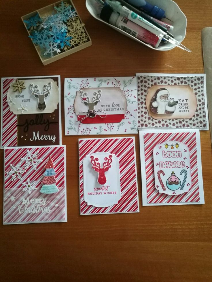 I love ma making cards. Mi diverto a creare le mie cartoline Natalizie
