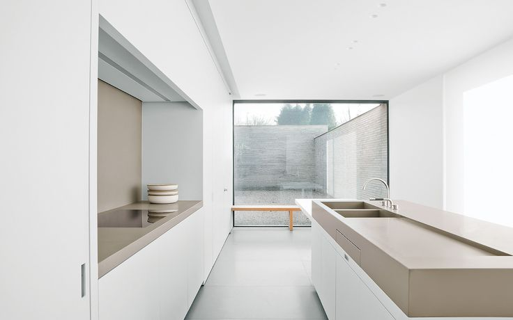 Nice and clean kitchen by Belgian architects Wilfra.