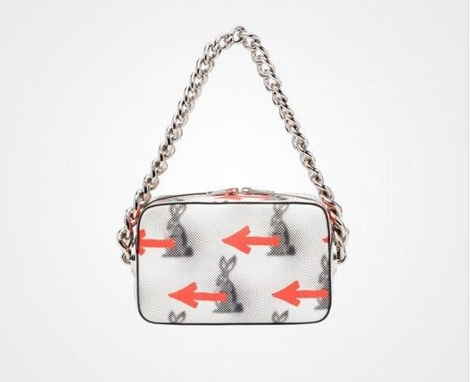 Bauletto con frecce e coniglio - Catalogo di borse Prada Primavera/Estate 2016: modello stampato con manico a catena