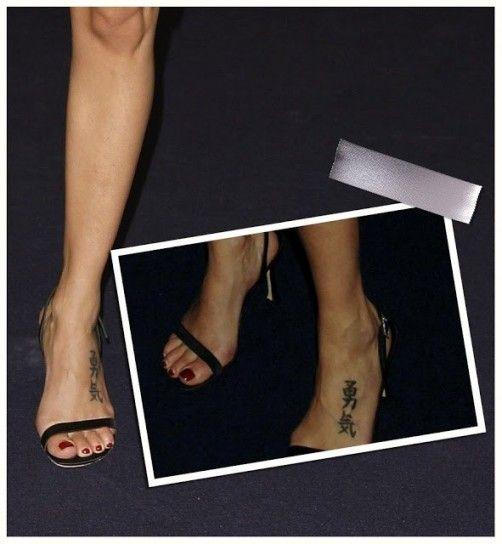 Frasi per tatuaggi in giapponese...  Una frase scritta con ideogrammi cinesi richiede un piede curatissimo.