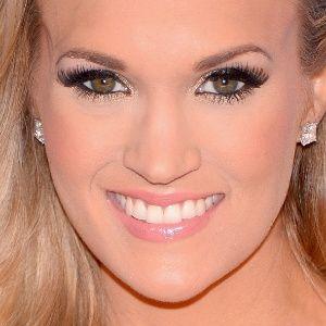 Cantora Carrie Underwood quebra vidro do carro para tirar seu filho #Billboard, #Cantora, #Programa http://popzone.tv/cantora-carrie-underwood-quebra-vidro-do-carro-para-tirar-seu-filho/