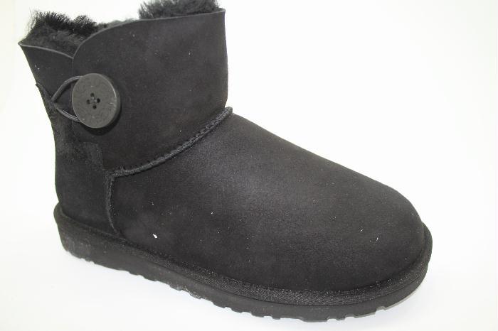 Ugg mini Bailey Button in de kleur zwart