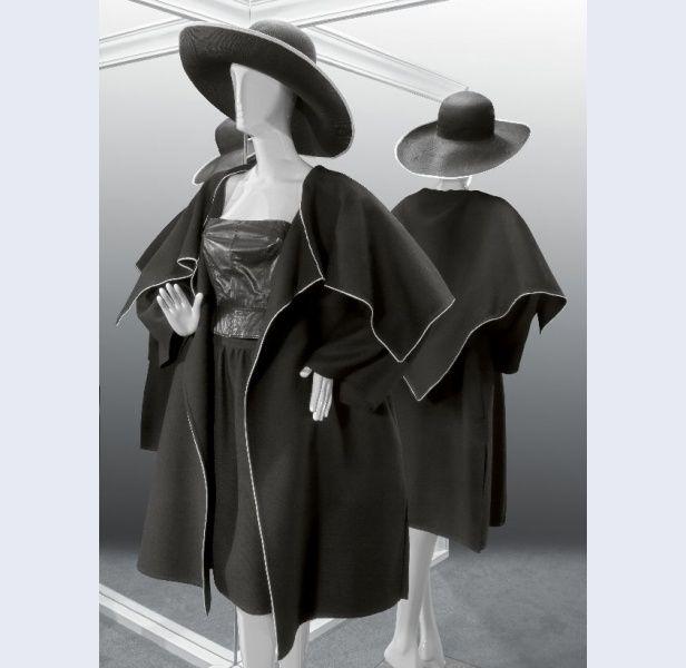 Frans Molenaar [1940- ...] (ontwerper) Ensemble van dubbelgeweven, zwarte wol, afgebiesd met wit leer, bestaande uit jas en rok met top van zwart nappaleer Amsterdam 1983 wol leer kunststof metaal Gemeentemuseum Den Haag: 0556871