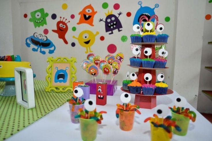 Festa colorida de Monstros