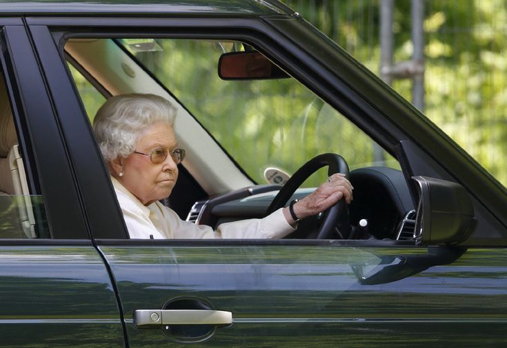 Queen Elizabeth II turns 89 with her birthday on April 21 - Photo 21 | Celebrity news in hellomagazine.com
