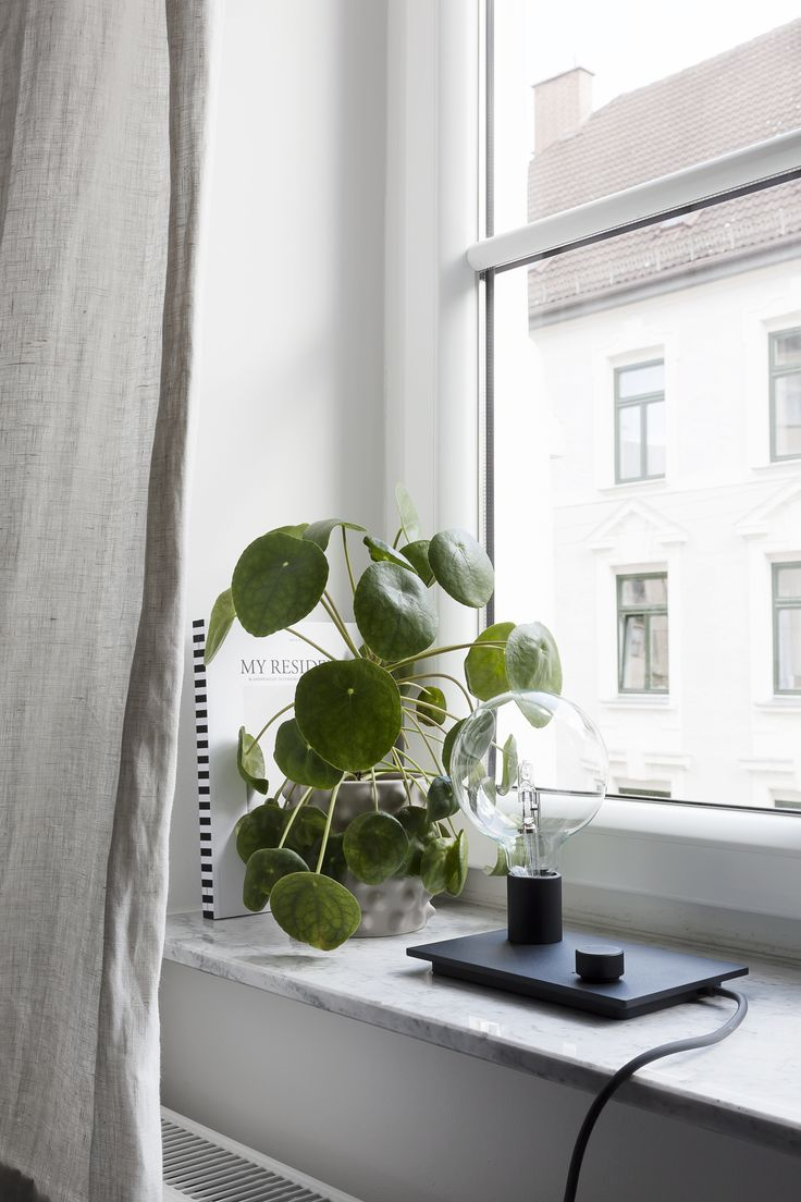 Muuto Control Table Lamp in the living room of Coco Lapine