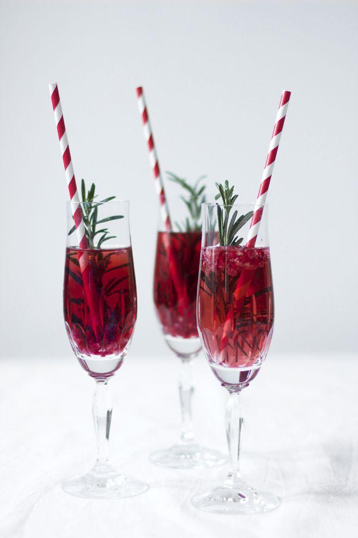 we love handmade | Drinks: Granatapfel-Rosmarin-Champagner-Cocktail | http://welovehandmade.at