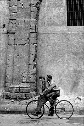 Enzo Sellerio, Palermo, 1962: Palermo 1962, Photos, Bicycles, Bikes, Italy, Black, Photography