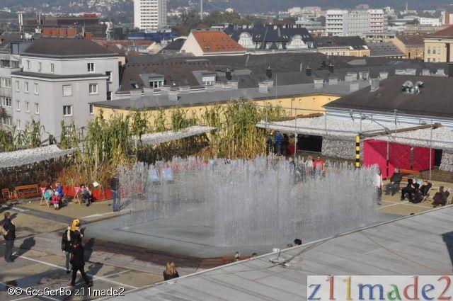 Zomer pret dak van parkeergarage in Linz