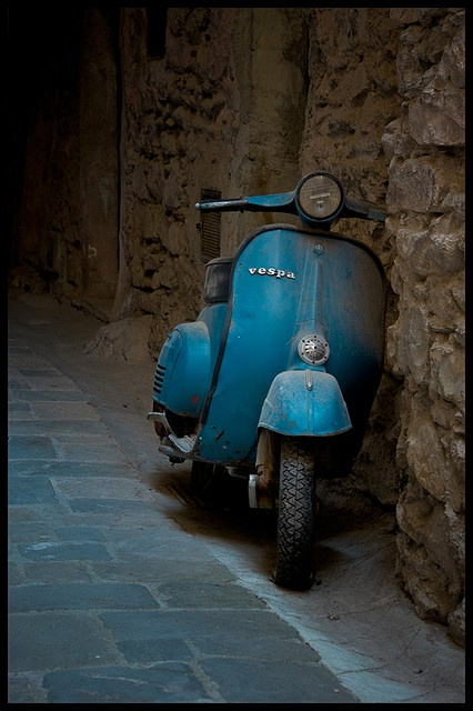 Italy - Vespa's spotted in the wild IV By Carlo Vingerling