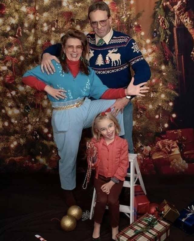 Weird Family Christmas Photos 10