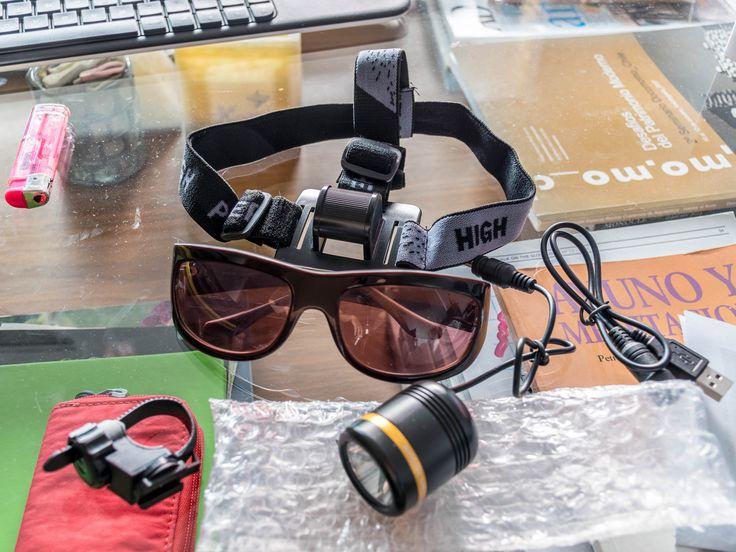 Luz faro foco para bicicleta o para casco muy potente (1230 lumens) Luz led (Cree XM-L2 U2) MUY POTENTE. Ilumina el camino en la oscuridad con muy buena visibilidad a bastantes metros. Nueva, sólo probada 1 vez. 5 modos: Alto > Medio > Bajo > Estroboscópica > SOS Incluye brazalete para manillar, correaje para cabeza o casco. No incluye batería. http://es.wallapop.com/item/luz-faro-foco-delantera-para-bicicleta-muy-potente-8272561