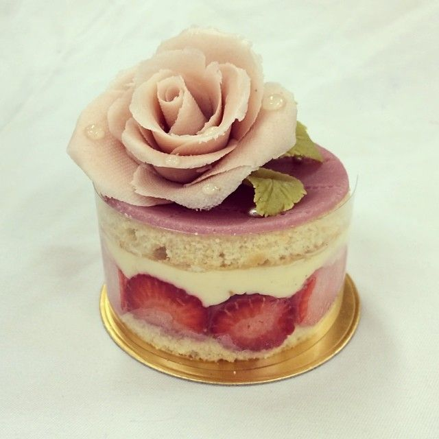 Petit gateau version of Frasier Torte. Wouldn't these be adorable for a wedding? Frasier torte: genoise sponge, strawberries and Kirsh creme mousseline.