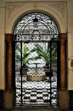 Las puertas en #Cádiz dan paso a un lugar mágico: el #patio #Turismo