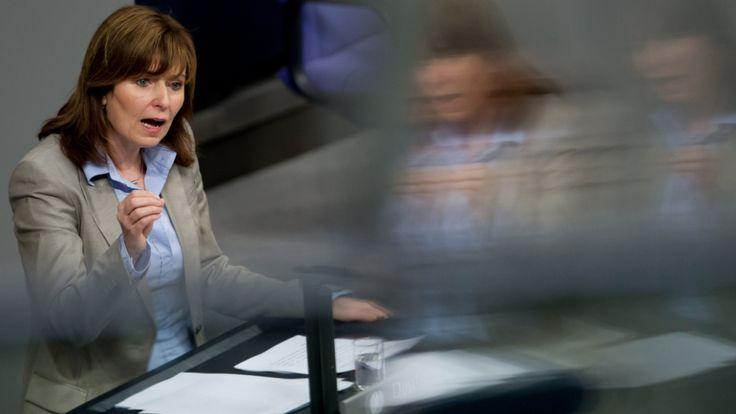 Die langjährige Bundestagsabgeordnete Petra Hinz hat eingeräumt, bei zentralen Fragen ihres Lebenslaufs gelogen zu haben.