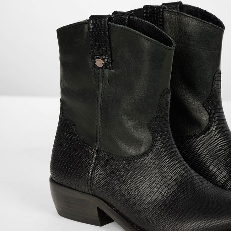 Casual while being elegant, these western ankle booties without a zipper will give you that look. With casual and comfort in mind we made these boots also in halve sizes. This way if you can't get in the whole size, you can size up with a half size so you can get in to the boot easier.