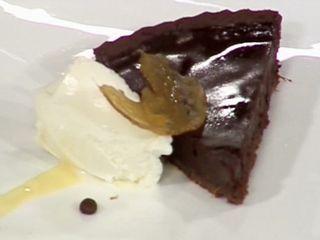 Tarta de chocolate y jengibre con salsa de café