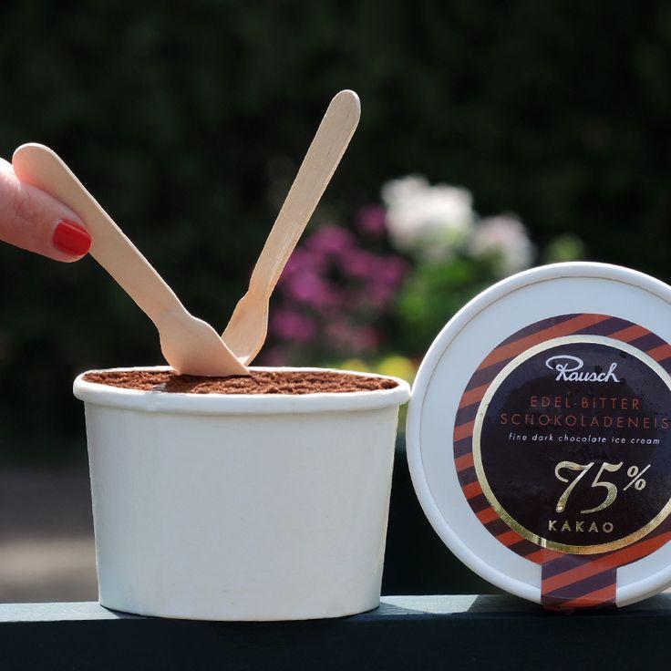Unser feines Eis mit ›Rausch Plantagen-Schokolade‹l: Peru – 60 % Edelkakao oder Trinidad – 75 % Edelkakao.