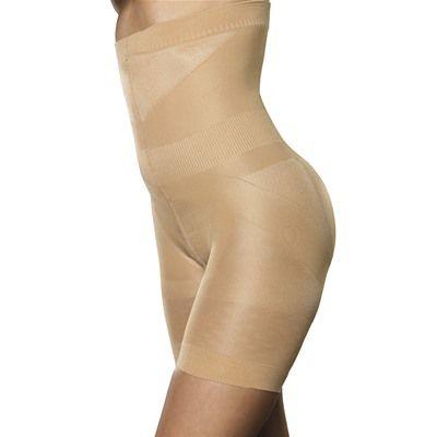 Hold-in Shorts med høyt liv. Løfter og former baken og strammer inn magen!   Løfter og former baken og jevner ut bulker og valker på hoftene og magen. Hold-in shorts kan fint brukes under alle slags plagg og produktetet fra Trinny & Susannah har en kvalitet som gjør at den holder seg på plass.   Den er sømløs, har kile av bomull og føles ikke ubehagelig i bruk.    Inneholder: 80% Polyamid, 19% Elastan og 1% bomull.   Hold-in shorts med høyt liv finnes i fargene sort og hudfarget i…