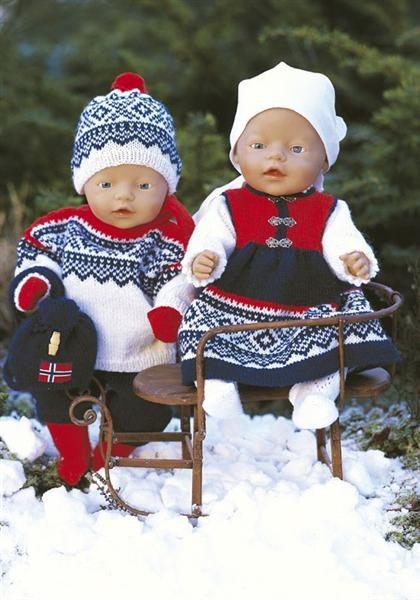 Also Dolls can like Norwegian classical knitted clothes. Pattern name is Marius.