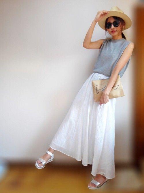 春夏は、ロングスカートを取り入れて大人っぽさやカジュアルなコーディネートを楽しみませんか?いろんなカラーで、イメージチェンジができて女の子らしさや女性らしさをアピールできますね。今回は、春夏のコーディネートをカラー別でご紹介します。