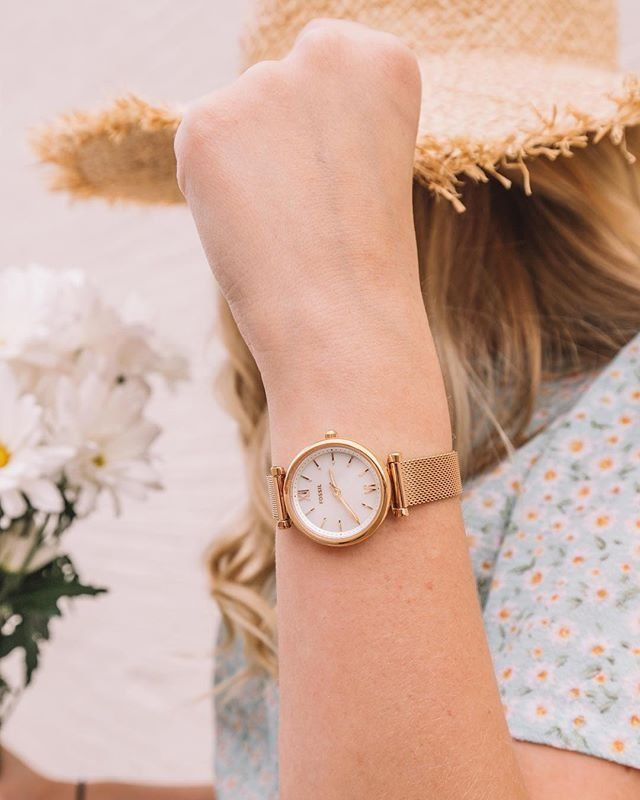 3f17713ee chasing time today to finish off some shooting projects at the house.  wearing the rose-gold watch that @fossil sent me! ⭐ #FossilStyle  #FossilSponsored ...