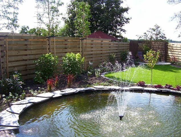Tuin met ronde vijver vijvers en waterpartijen for Tuin en vijver