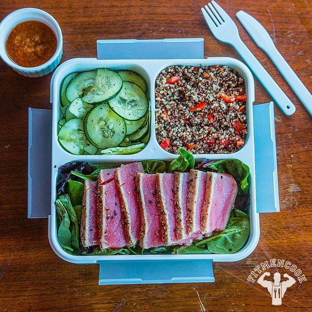I've been testing out a lot of lunch boxes recently to help some of y'all get ready for back to school (and life). Here's is yesterday's #lunch box by Lifemark Labs. My meal: seared ahi tuna steak seasoned with sea salt & pepper + spinach + sliced cucumbers with sea salt, pepper & lime + savory quinoa (made using chicken broth and garlic) and chopped red bell pepper + sesame ginger dressing. I'll be doing a review of my favorite meal containers soon so send me any more recommendations! Boom…