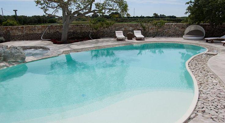 Situato a Martano, a 5 minuti di auto dal centro, il Relais Masseria Capasa offre una piscina all'aperto e la connessione Wi-Fi in tutte le aree comuni.