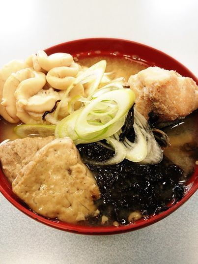 日本海の冬の味覚『寒鱈汁』  寒鱈とは真鱈のことで、味噌仕立てにした大鍋に身も骨も内臓も余すところなく入れ、豪快に煮たあつあつの郷土料理です。白子の甘くとろとろした感じと、仕上げにのせる岩のりが磯の風味をかもしだし、とっても美味しいですよね(*^^*)  乾燥バラのり(岩のり)は弊社でも取り扱っておりますd(^-^)