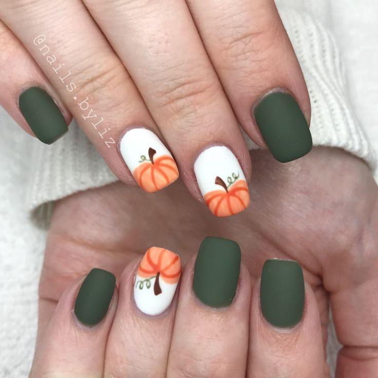 Speelse herfst manicure. De matte finish kun je met iedere nagellak bereiken met de matte topcoat van Barry M.