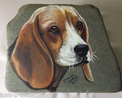Beagle-Hand-Painted-by-Diane-Clark-on-a-Flat-Slate-Rock-Decorative-Trivet