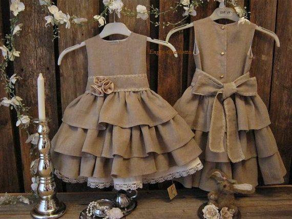 Rustic flower girl dress. Dark beige country por englaCharlottaShop, €49.00