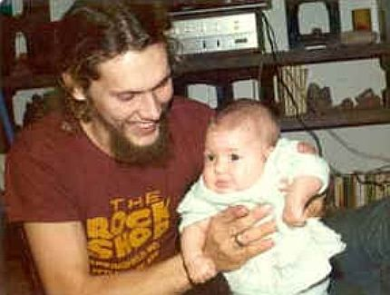 Lynyrd Skynyrd's Steve Gaines & his daughter. This photo just breaks my heart. I really didn't know that Steve had a baby girl. My love goes out to her. <3