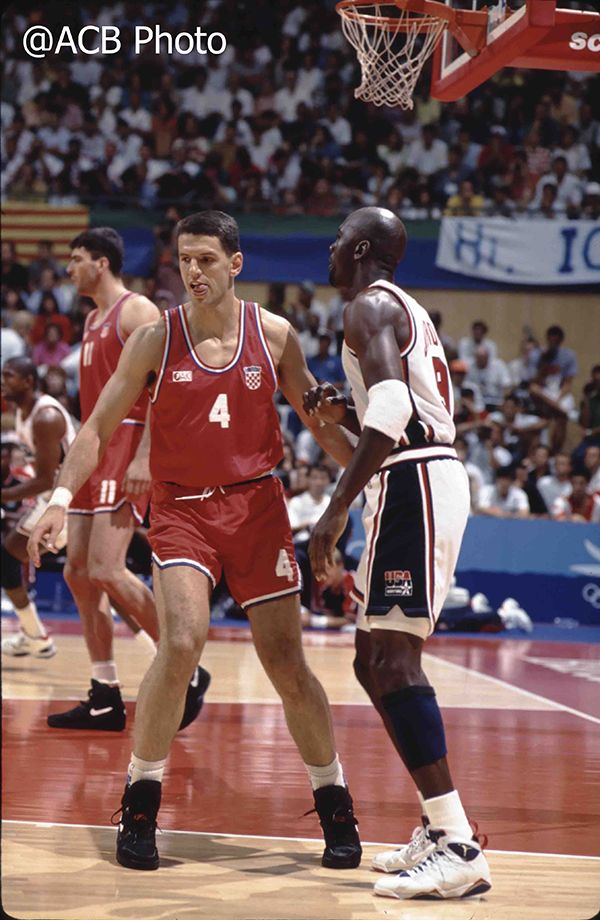 f624b92452b8af Dois gênios: Drazen Petrovic e Michael Jordan. | petrovic ...