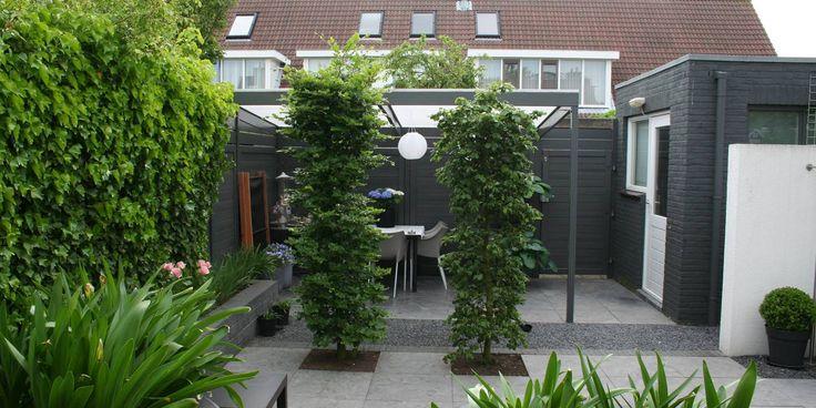Mooi afgeschermde zit achterin de tuin om privacy te bewaren.