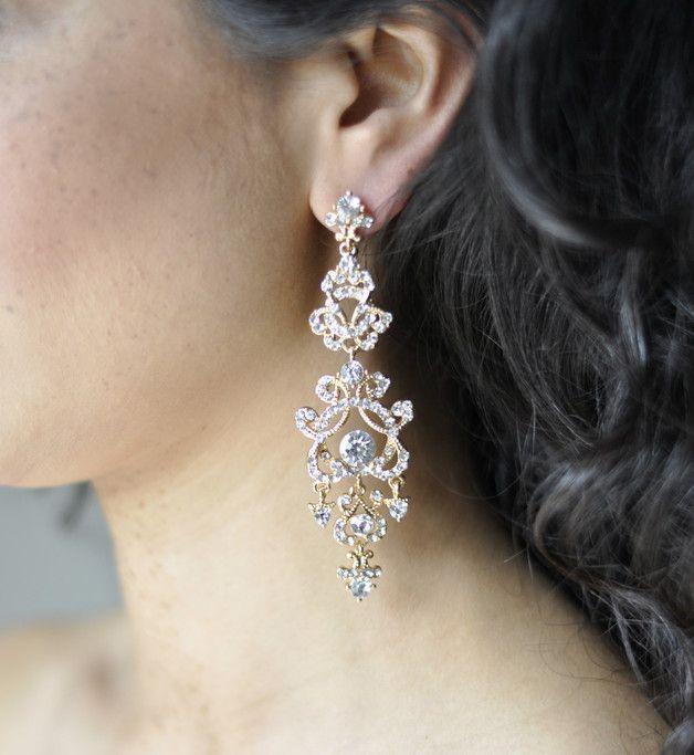 **Brautschmuck: Hängende Ohrringe in Gold mit Strass verziert - Funkelnde Statememt Ohrringe**  **Ohrringe Hochzeit**: Diese Goldohrringe sind mit der Strass Stein Verzierung zeitlos. Die...