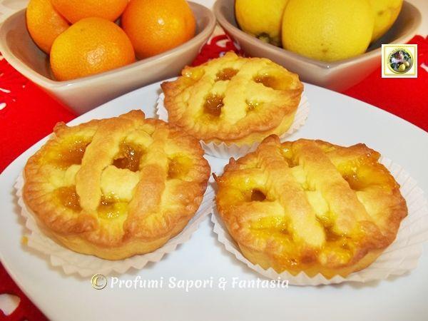 Crostatine alla marmellata; pasta frolla al limoncello e marmellata di mandarini hanno dato vita a queste piccole dolcezze. Una coccola per ogni occasione!