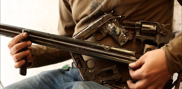 everyone needs a gun bass.... Instrumentos musicales hechos con armas - Cultura Colectiva - Cultura Colectiva