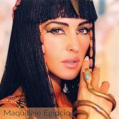 Makeup Artist ^^ | https://pinterest.com/makeupartist4ever/  El #maquillaje para las egipcias, consistía en tener la piel bronceada, los ojos delineados con formas, los labios pintados en tonos terracota y las cejas delgadas y definidas