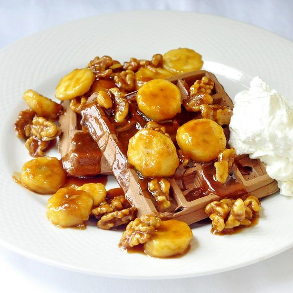 Weekend brunch anyone? How about Chocolate Caramel Walnut Banana Waffles?