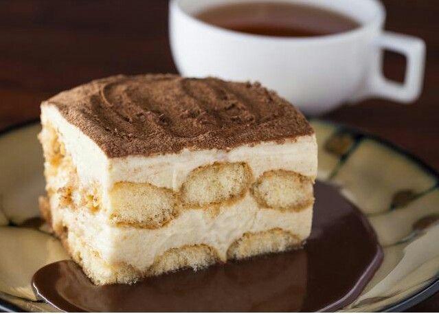 Ingredientes: -crema yantiyi/ o crema batida -vainillas -cafe -canela -neskuik Receta: En una bandeja/recipiente de vidrio pon una capa de vainillas mojada en cafe frío o tibio, despues poné una capa de crema mesclada con unos toquecitos de canela y arriba de la crema un poco de canela y de neskuik, ponés ptra capa de vainillas y otra de crema y arriva canela y neskuik. Ponelo en la heladera o en el refri y sirve frío. ♥♡♥♡♥